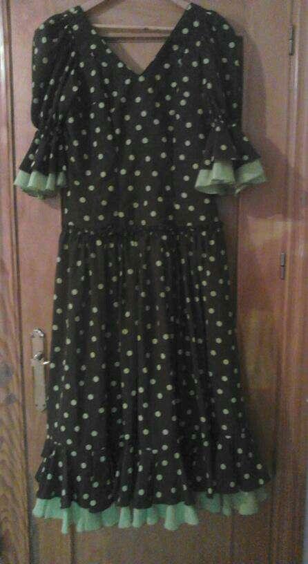 Imagen vendo traje de flamenca