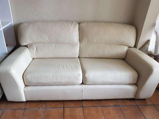 Imagen producto Vendo sofa de cuero color crema 2 plazas muy cómodo 3
