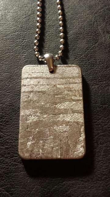 Imagen Grueso meteorito colgante