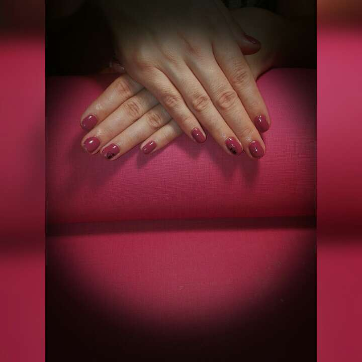 Imagen producto Uñas con esmalte permanente 2