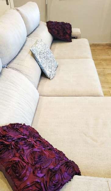 Imagen producto Par de cojines lilas y uno gris plateado 1