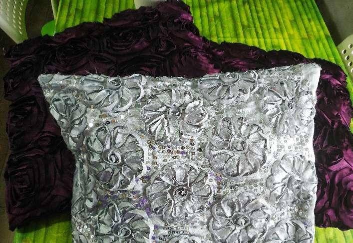 Imagen producto Par de cojines lilas y uno gris plateado 5