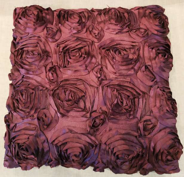 Imagen producto Par de cojines lilas y uno gris plateado 4
