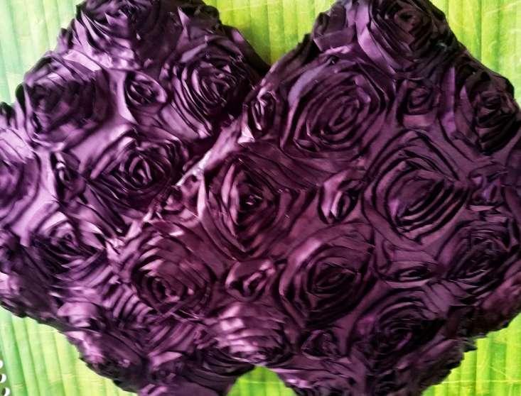 Imagen producto Par de cojines lilas y uno gris plateado 8