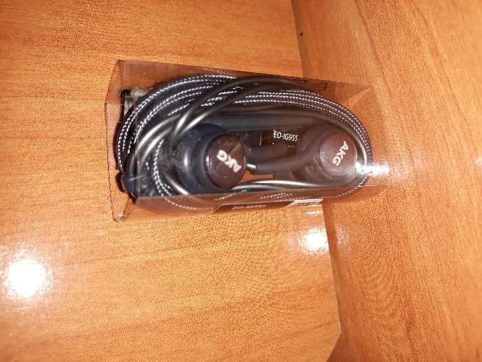 Imagen producto Auriculares AKG para S8 y S9  4