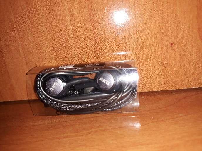 Imagen producto Auriculares AKG para S8 y S9  1