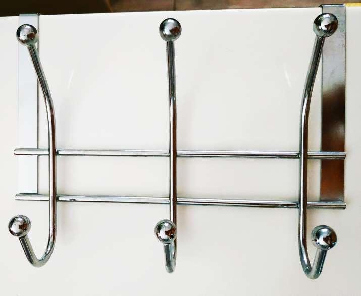 Imagen producto Colgador cromado con ganchos para puerta (3 unidades) 3