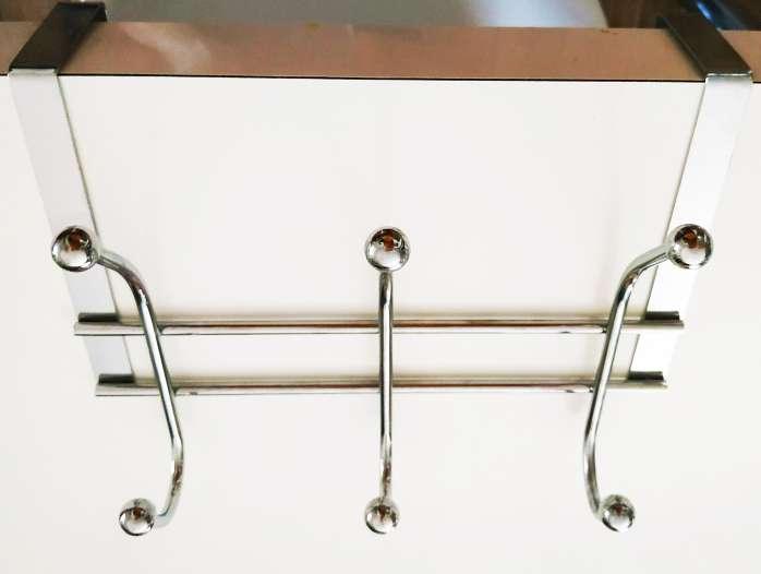 Imagen producto Colgador cromado con ganchos para puerta (3 unidades) 2