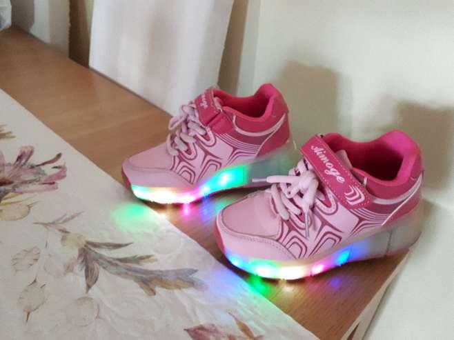 Imagen Zapatillas con ruedas y luces talla 29