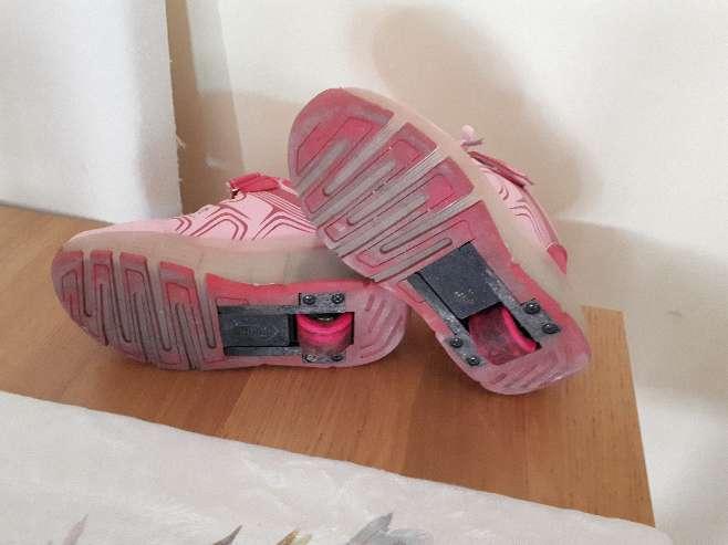 Imagen producto Zapatillas con ruedas y luces talla 29 2