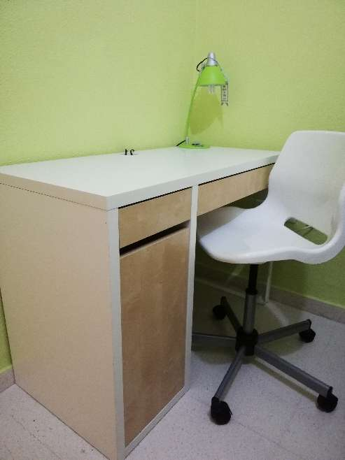 Imagen mesa y silla escritorio