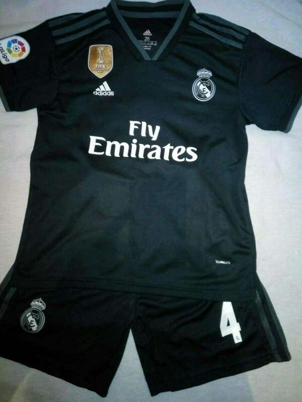 Imagen producto Conjuntos niños Real Madrid 2019 negras 5