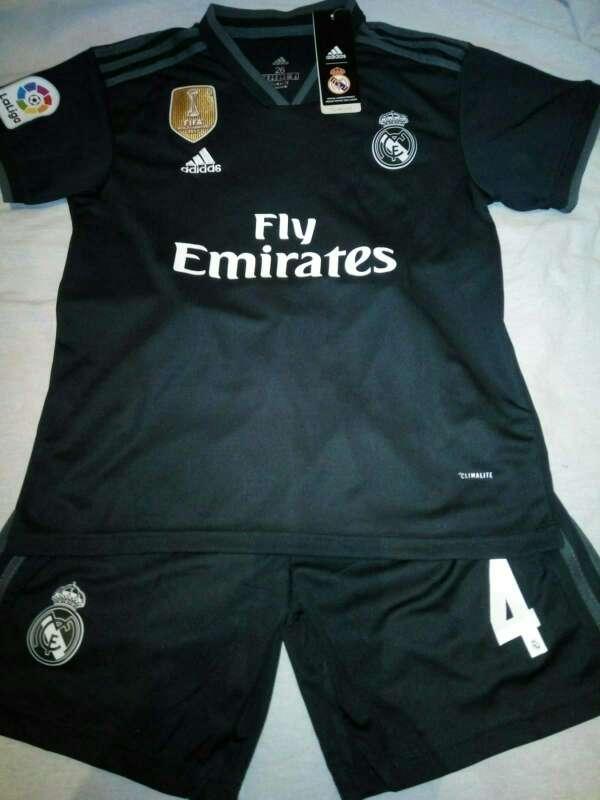 Imagen producto Conjuntos niños Real Madrid 2019 negras 4