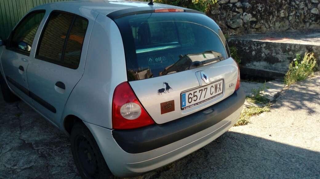 Imagen Se vende.Renault Clio en Peñaparda (Salamanca).