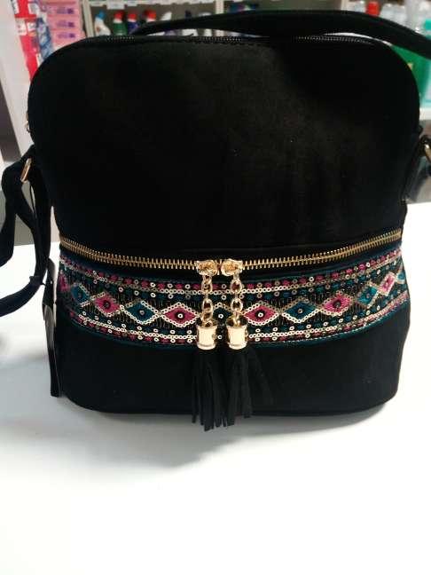 Imagen producto Bolso nuevo de tienda negro con detalles etnicos 3