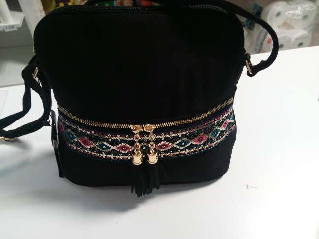 Imagen producto Bolso nuevo de tienda negro con detalles etnicos 4