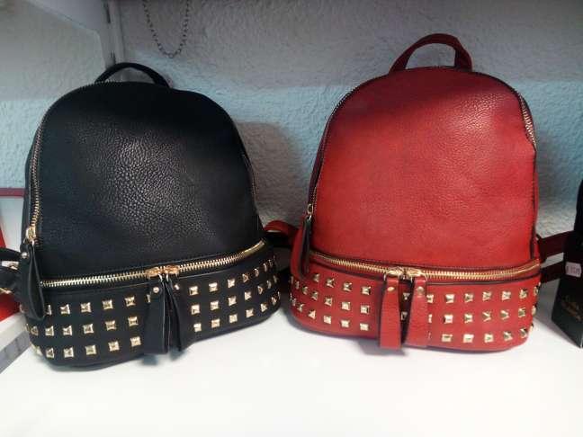 Imagen mochila nueva disponible en color negro o rojo. se puede entregar en mano en Jumilla o Yecla. también se puede enviar por 5€ más.