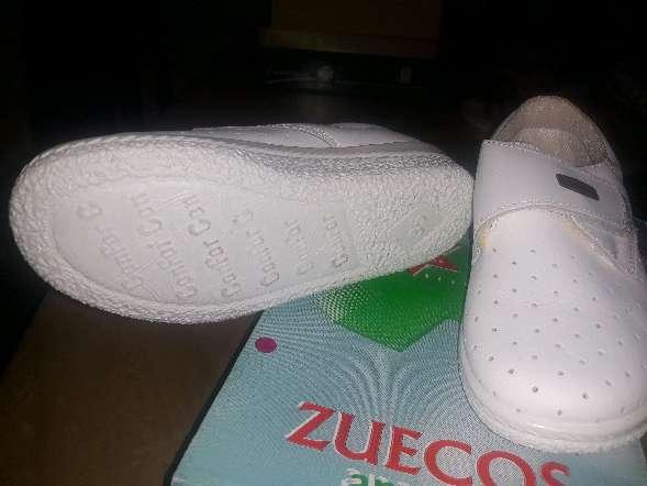 Imagen producto Zueco cerrado blanco  4