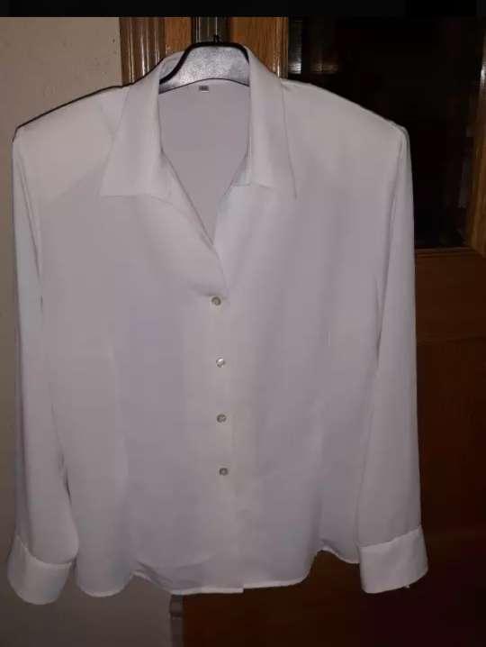Imagen camiseta de manga larga blanca