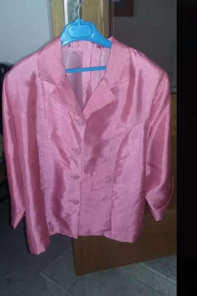 Imagen chaqueta rosa de 3 cuarto de manga