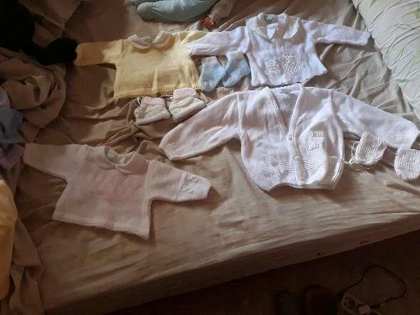 Imagen  camisetas , pantalones , calcetienes y manoplas   18 meses a 3 meses  (leer  el anuncio )