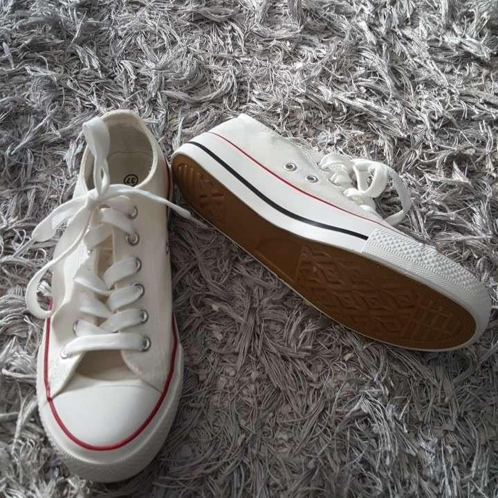 Imagen producto Zapatillas blancas 2