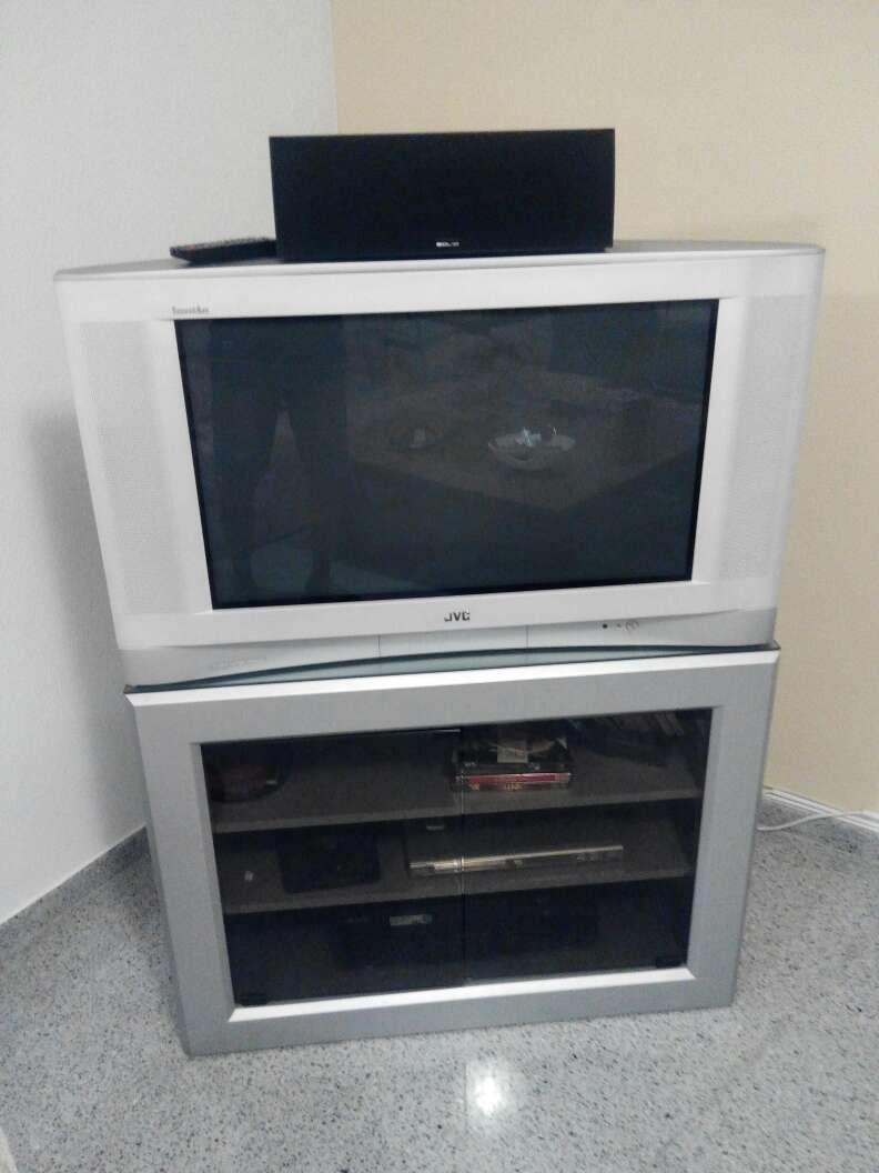 Imagen TV y mesa compatible