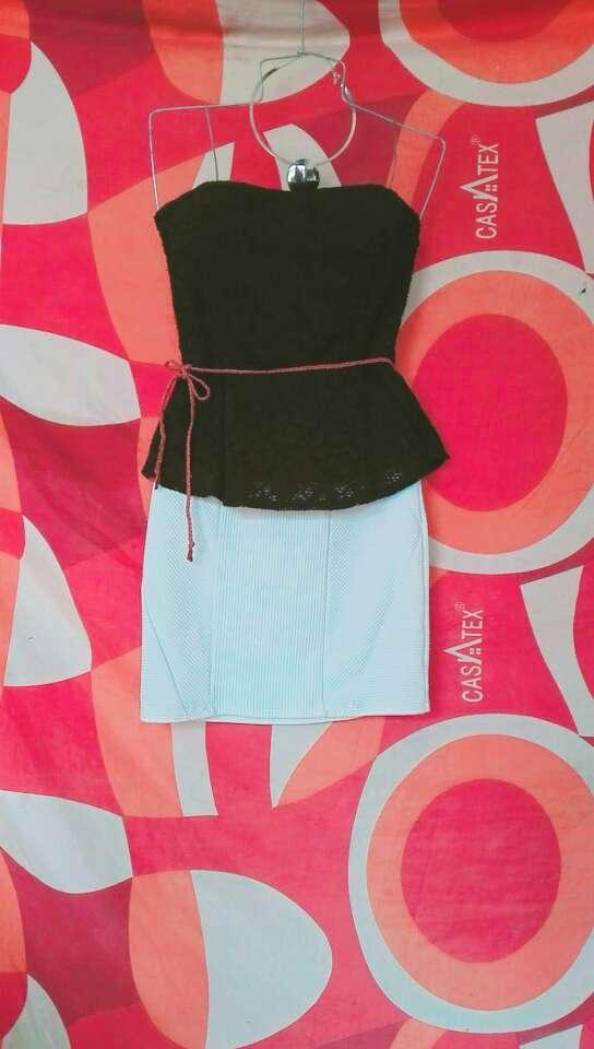 Imagen hermosa falda alicrada con una blusita negra