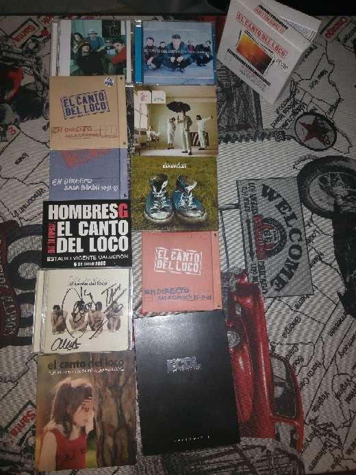 Imagen Discografía El Canto del Loco y CD firmado por todo el grupo