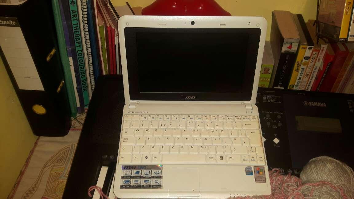 Imagen Vendo este portátil semi nuevo con su cargador