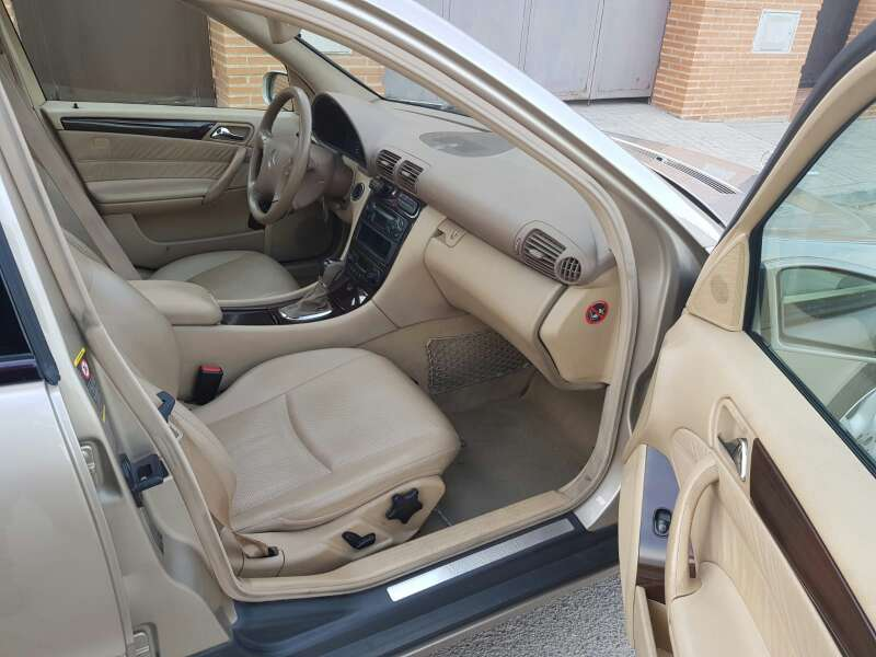 Imagen producto Mercedes benz clase c 270 CDI avamgarde 4