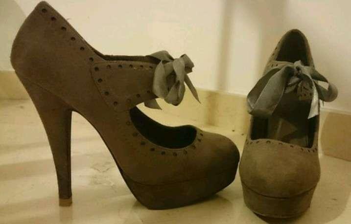 Imagen zapato tacón con lazo
