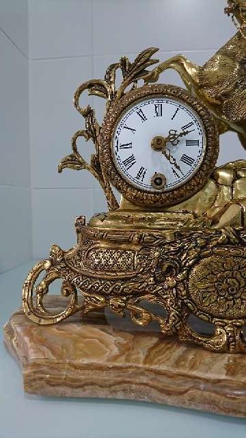 Imagen Reloj y candelabros.