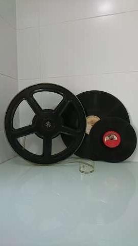 Imagen Carrete de proyector de cine y discos de acetato.