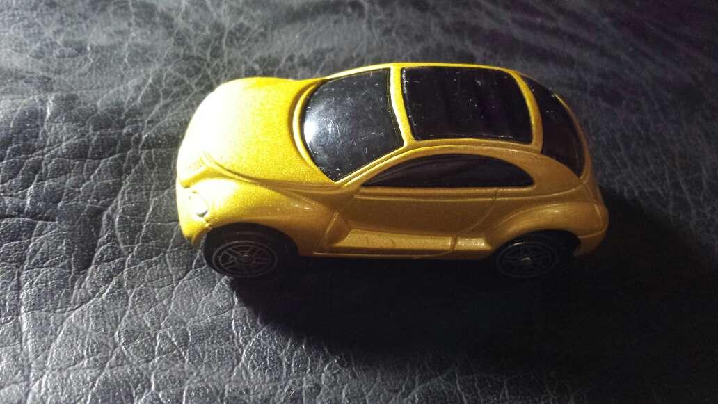 Imagen coche amarillo metalizado