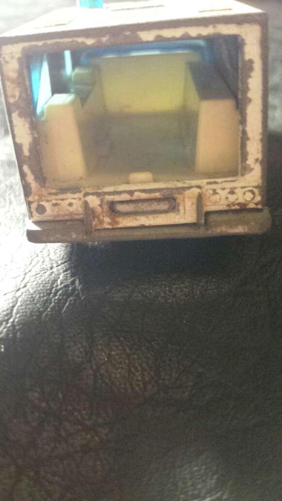 Imagen producto Ambulancia antigua metal  6