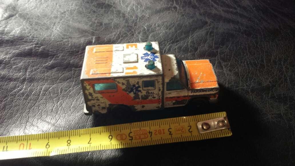 Imagen producto Ambulancia antigua metal  5