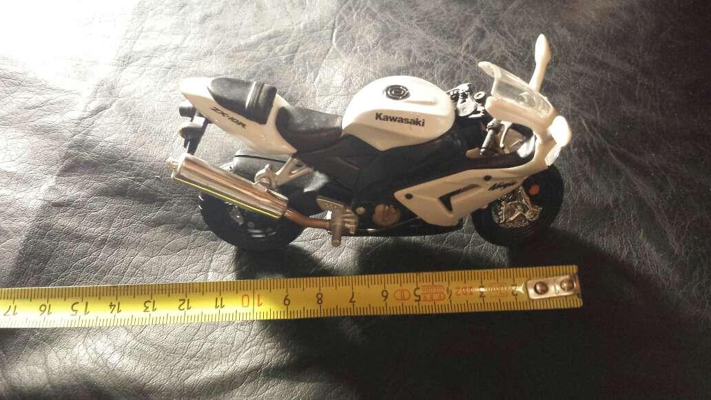 Imagen producto Moto blanca Kawasaki 3