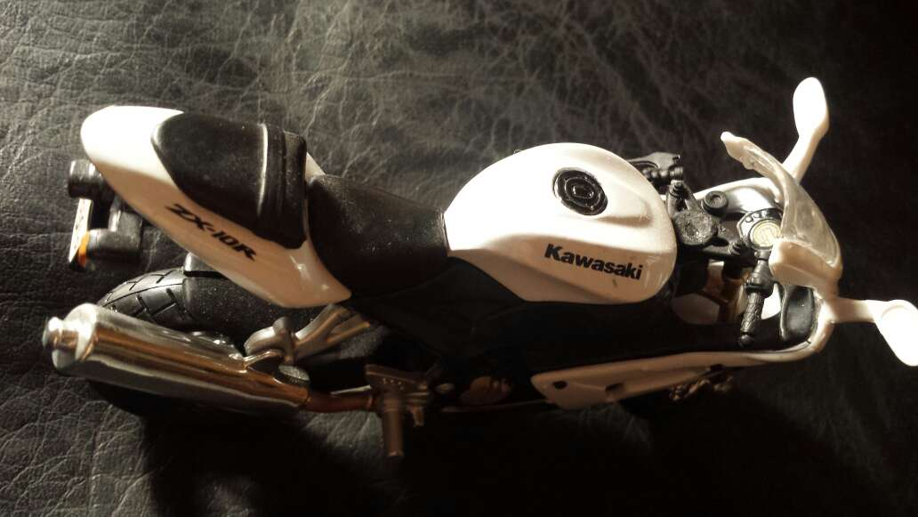Imagen producto Moto blanca Kawasaki 4