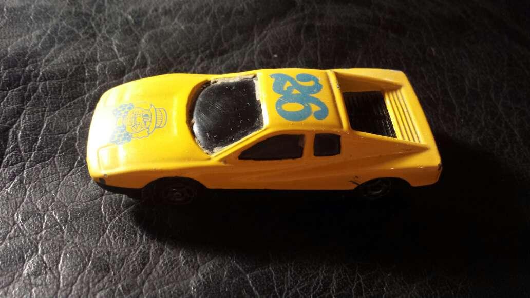 Imagen coche amarillo 26