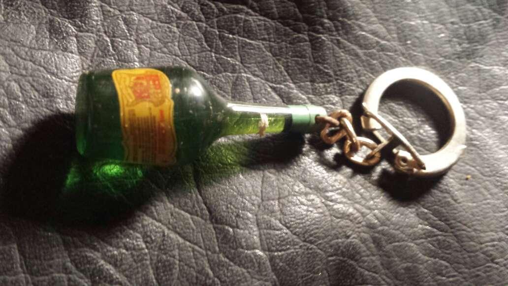 Imagen producto Llavero botella izarra  7