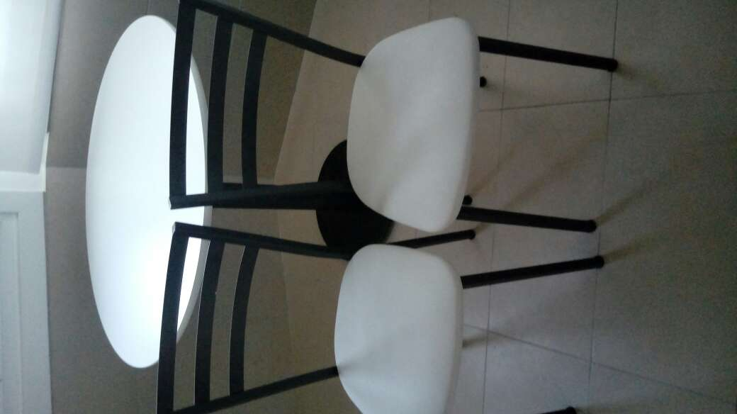 Imagen producto Mesa y dos sillas 3