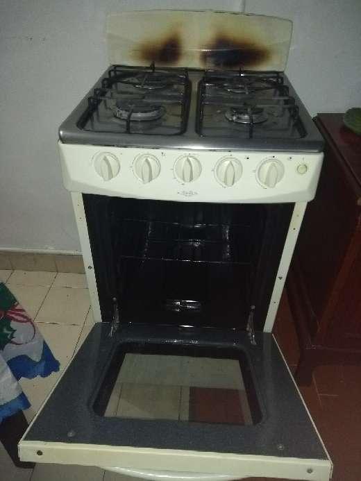Imagen producto Vendo estufa a gas con horno en buen estado,$100.000 3
