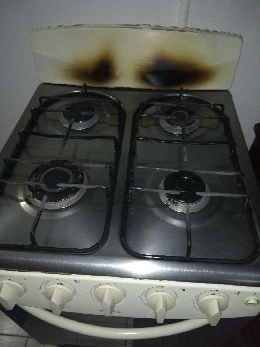 Imagen vendo estufa a gas con horno en buen estado,$100.000