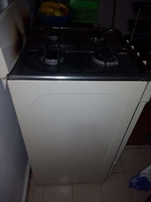 Imagen producto Vendo estufa a gas con horno en buen estado,$100.000 4