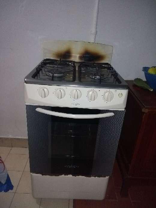 Imagen producto Vendo estufa a gas con horno en buen estado,$100.000 5