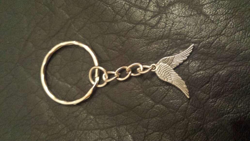 Imagen llavero con 2 alas de ángel