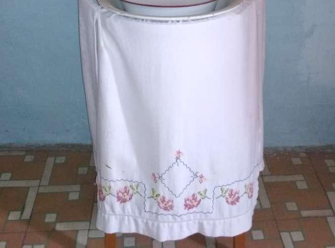 Imagen producto Palanganero o lavabo antiguo 3