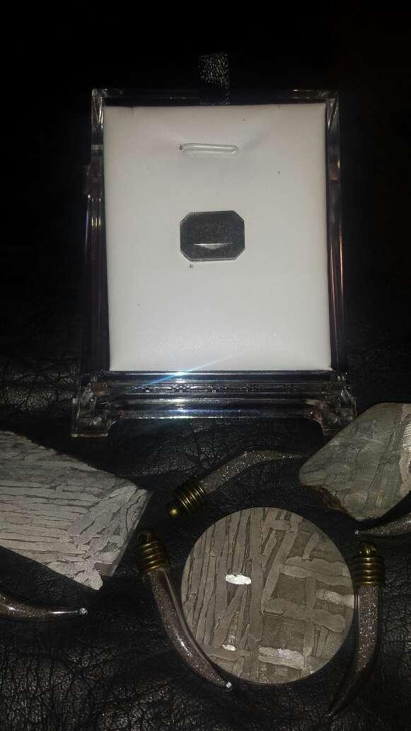 Imagen polvo de meteorito en forma esmeralda