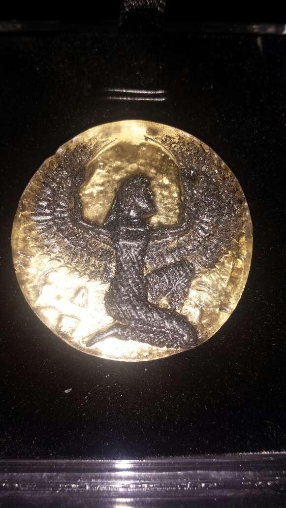 Imagen Diosa Isis en meteorito